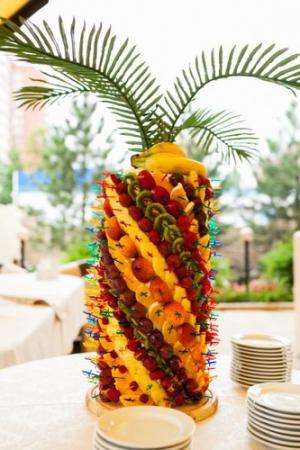 Пальма из ананасов