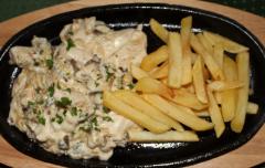 куриное филе в соусе бешамель с картофелем фри
