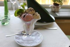 Ассорти из трех шариков мороженого