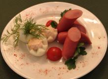 Яйцо отварное с сосисками